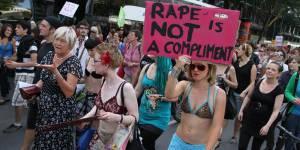 Slutwalk 2013 : marche contre le viol et la culpabilisation des victimes - vidéo