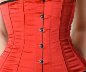 Le corset, nouveau régime-torture pour avoir une taille de guêpe