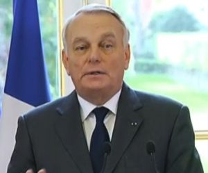 """Écotaxe : """"Suspension n'est pas supression"""", se défend Jean-Marc Ayrault"""