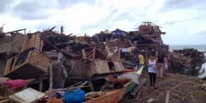 Typhon Haiyan : des médecins contraints d'opérer à la lampe frontale