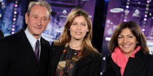 Noël 2013 : Laetitia Casta a illuminé les Champs-Élysées - vidéo