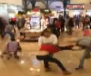 Black Friday : bagarre au Taser dans un centre commercial - vidéo