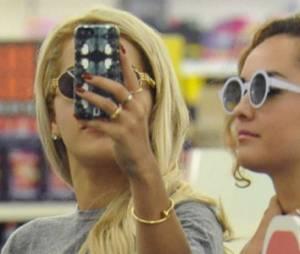 Selfies : une mode dangereuse pour les adolescentes ?