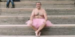 Des photos en tutu rose pour redonner le sourire à sa femme, atteinte d'un cancer du sein