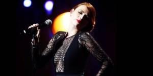 Elodie Frégé en a assez d'apparaître à la télévision sans chanter ses chansons