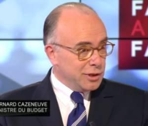 """Bernard Cazeneuve appelle Julie Gayet """"la compagne"""" de François Hollande"""
