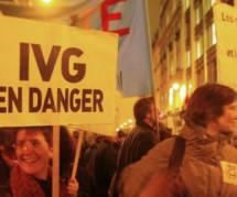 """IVG : que disent soutiens et opposants à la suppression de la notion de """"détresse"""" ?"""