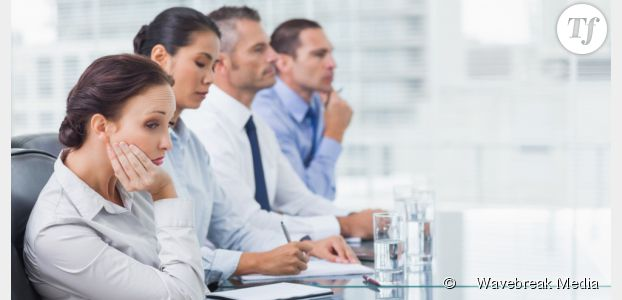 Réunion : les cadres y passent 16 ans de leur carrière, combien ça coûte ?