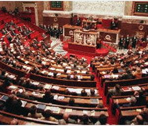 Sexisme à l'Assemblée : Bernard Accoyer dénonce des accusations infondées