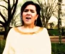 """""""Chercheur d'or"""" : le clip de Magalie Vaé fait (encore) beaucoup rire"""