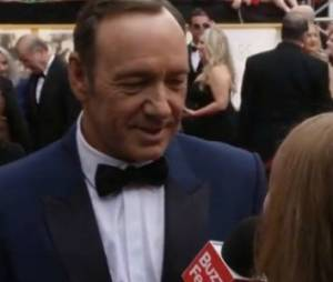 "Kevin Spacey (""House of Cards"") soumis à une interview girly pendant les Oscars"