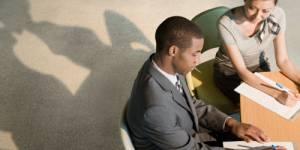 Un tiers des Français flirtent au travail