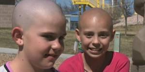 Elle se rase la tête en solidarité avec une amie atteinte d'un cancer, son école l'exclut