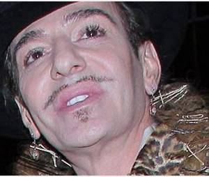 Galliano : le styliste sera présent à son procès pour injures raciales