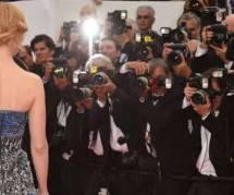Cannes 2014 : Nicole Kidman est presque tombée dans les escaliers – vidéo