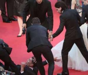 Cannes 2014 : un journaliste attrape la cheville d'America Ferrera, choquée - en vidéo