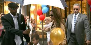 Angelina Jolie brise le tabou : oui, être une maman célèbre, c'est bien plus facile !