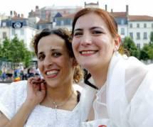 """PMA : """"343 fraudeuses"""" réclament son ouverture aux couples lesbiens"""