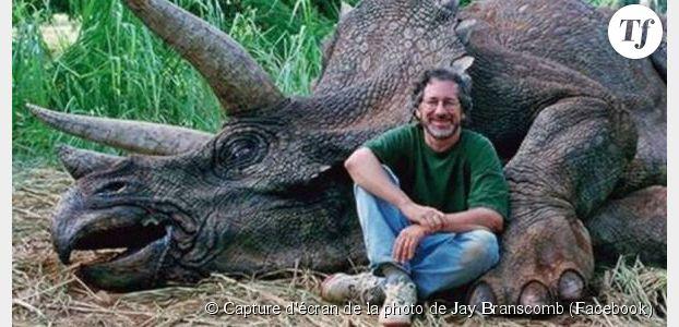 Steven Spielberg, méchant chasseur de dinosaures ? Facebook y croit