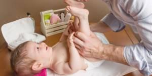 Parité : changer les bébés n'est plus réservé aux femmes à Orly