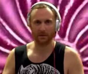 David Guetta: son regard vitreux laisse les internautes perplexes - video