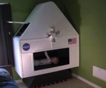 Un papa bricoleur construit un simulateur de la Nasa pour ses deux fils - vidéo