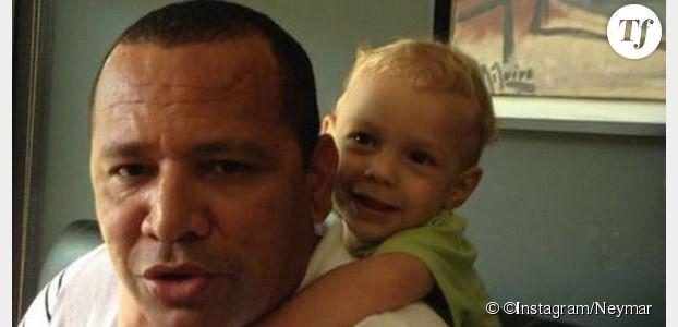 Neymar : le sportif est gaga de son fils (et de son papa)