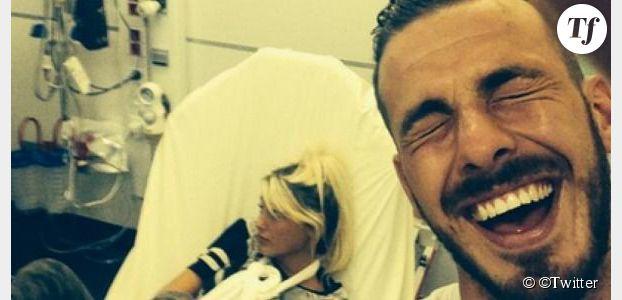 Aurélie Dotremont est à l'hôpital, ce qui fait rire Julien