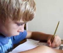 Devoirs à la maison : une source de stress et de dispute pour un tiers des parents
