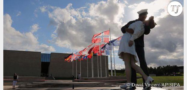 Au Mémorial de Caen, un baiser forcé, érigé en statue, fâche les féministes
