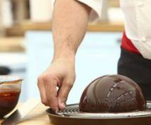 Meilleur pâtissier : Frédéric Bau, recette de sphère au chocolat et adresse du restaurant