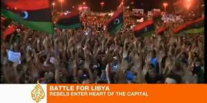 Libye : les forces rebelles traquent Kadhafi toujours introuvable