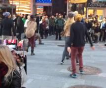 Demande en mariage : il organise un flashmob dans les rues de New York (vidéo)