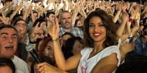 Enfoirés 2015 : Tal prend des selfies avec ses fans