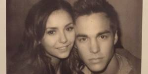 Nina Dobrev : très proche de Chris Wood torse nu (photo)