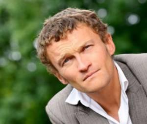 """Sylvain Tesson : le visage paralysé, il raconte son accident dans """"On n'est pas couché"""""""