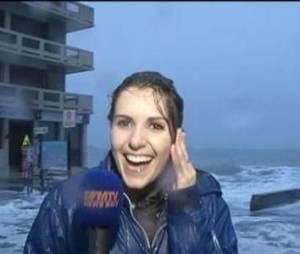 Une journaliste de BFMTV se prend une vague en direct : la vidéo hilarante