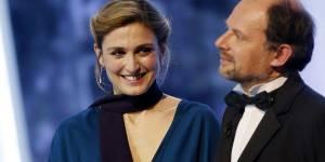 César 2015 : un moment gênant pour Julie Gayet – vidéo