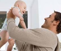 La testostérone baisse quand on devient papa
