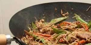 Filet de boeuf et légumes au wok