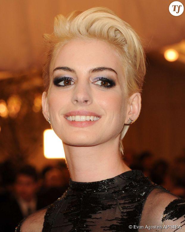 Anne Hathaway blonde au gala du Met en 2013