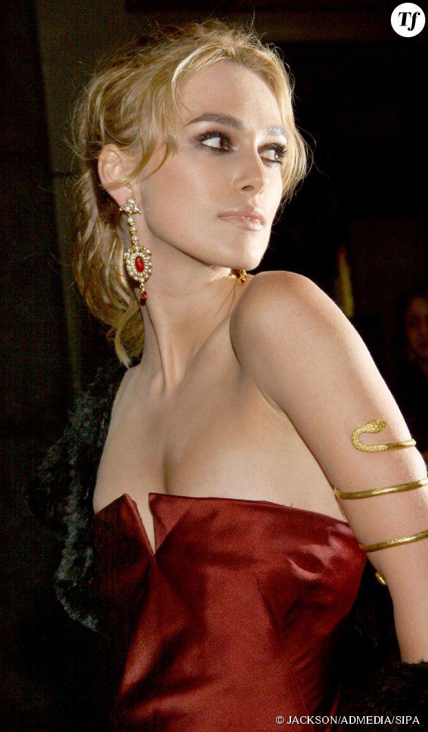 Keira Knightley blonde à la première d'Orgueil et préjugés en 2005.