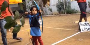 Cette fillette de 2 ans vient de battre un record de tir à l'arc
