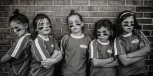 La force est la nouvelle beauté : une maman photographie ses filles pour le prouver