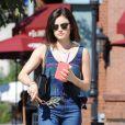 Lucy Hale boit un café de chez Coffee Bean à Studio City, le 12 février 2015.