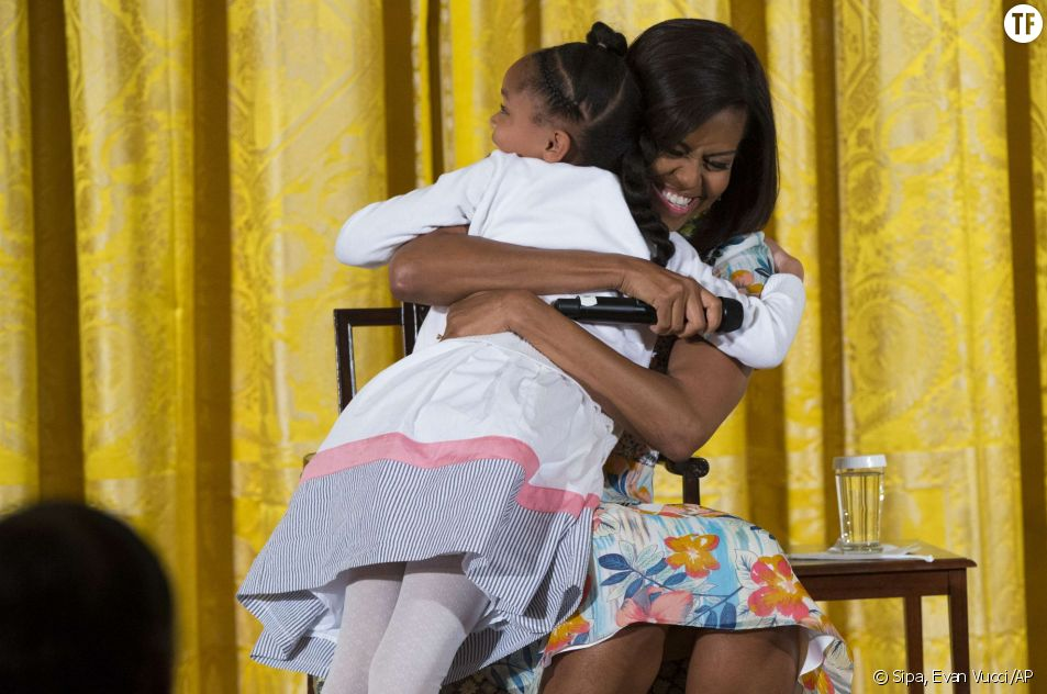 Le gros calin de Michelle Obama à Anarya.