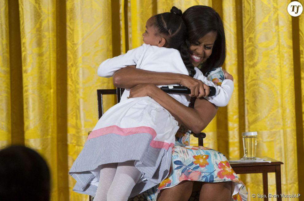 Le gros calin de Michelle Obama à Anarya.