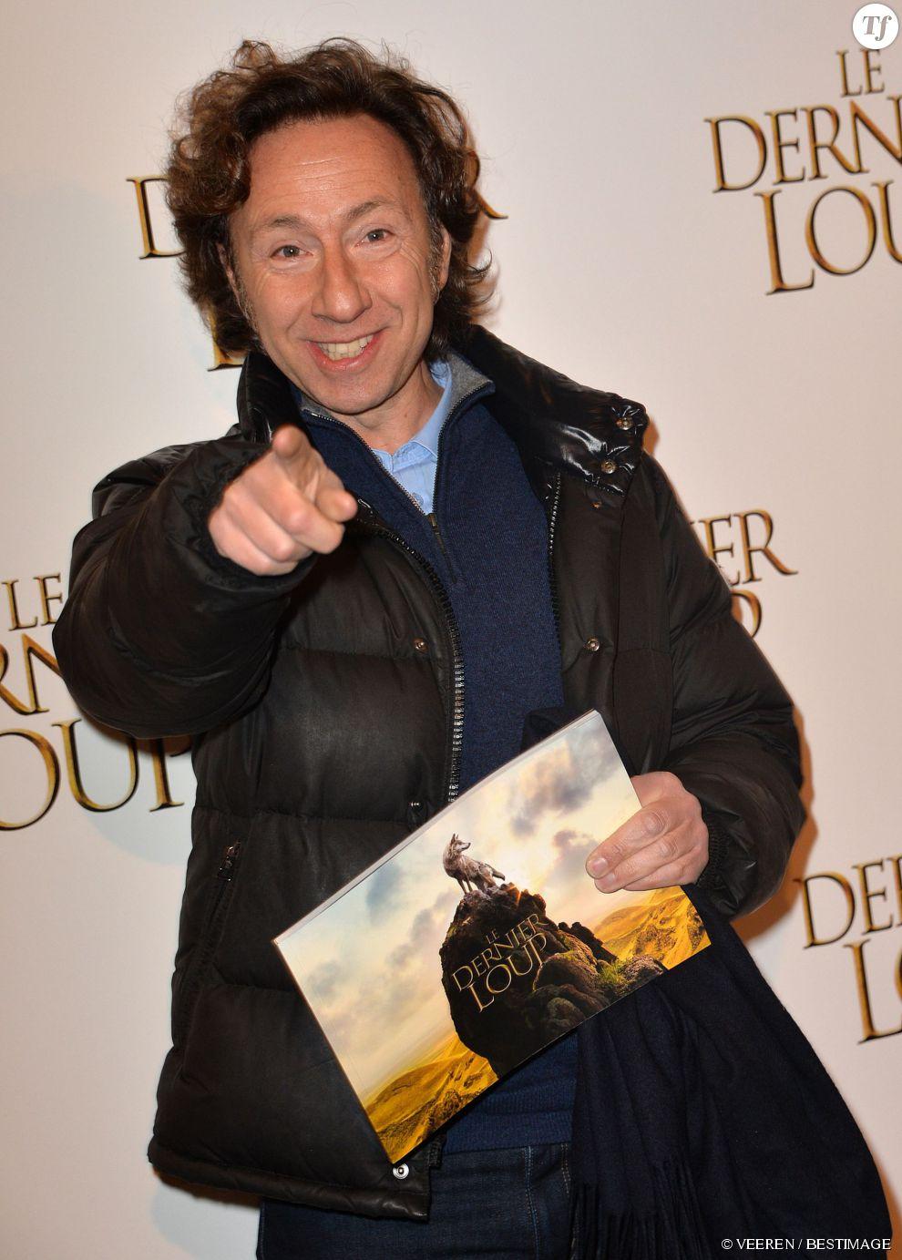 """Stéphane Bern à l'avant-première du film """"Le dernier Loup"""" à l'UGC Normandie sur les Champs-Elysées à Paris, le 16 février 2015."""