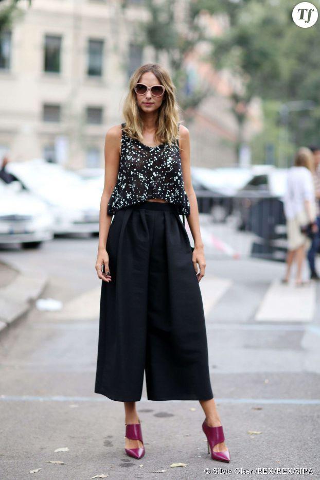 Le bon combo : jupe-culotte et escarpins vertigineux.
