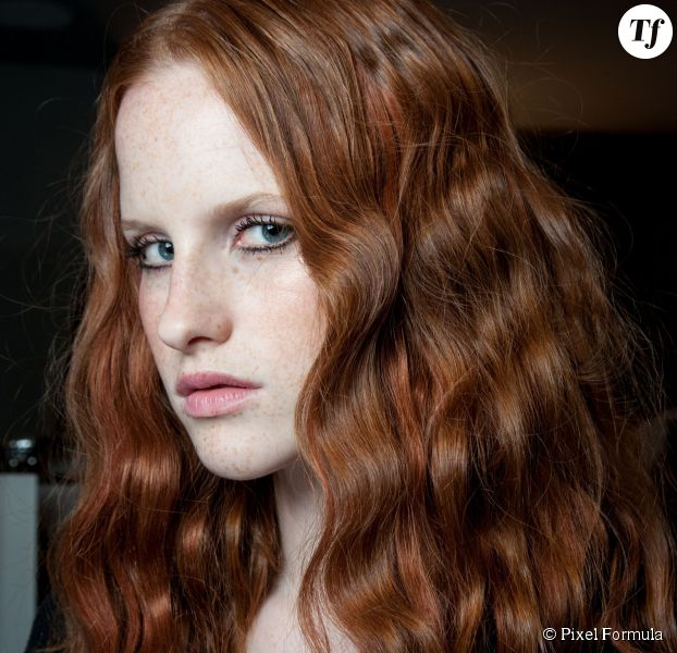 Ondulations naturelles : trois tutos pour des cheveux wavy.